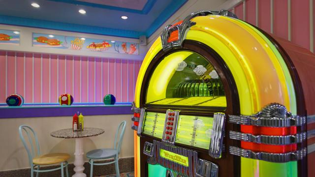 beaches-and-cream-soda-shop-gallery08